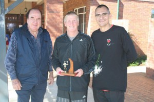 Winner Men 55-59 Hugh Wallace (middle) with NSF president Mike Pierce (left) and NMSA chairman Blaar Coetzee (right).