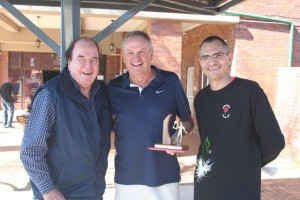 Winner Men 55-59 John McLachlan (middle) with NSF president Mike Pierce (left) and NMSA chairman Blaar Coetzee (right).