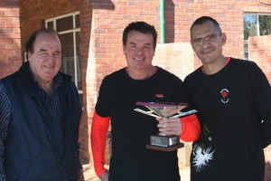 Winner Men 45-49 Peter McLachlan (middle) with NSF president Mike Pierce (left) and NMSA chairman Blaar Coetzee (right).