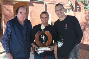 Winner Men 40-44 Ashwell Jenneker (middle) with NSF president Mike Pierce (left) and NMSA chairman Blaar Coetzee (right).